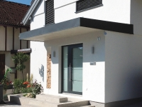 Neue Fassadengestaltung, inkl. Vollwärmeschutz & integrierte Rollläden