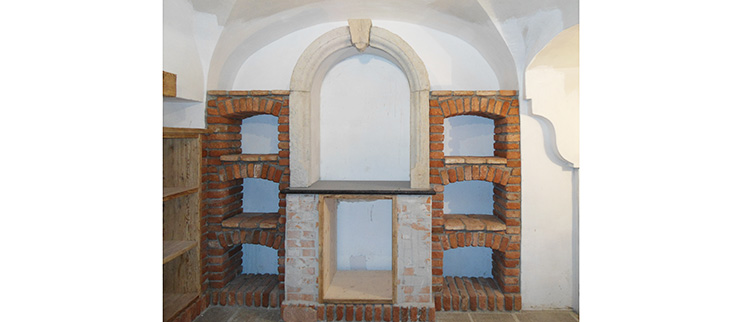 Weinkeller, Weinlager, Mauer-Regal
